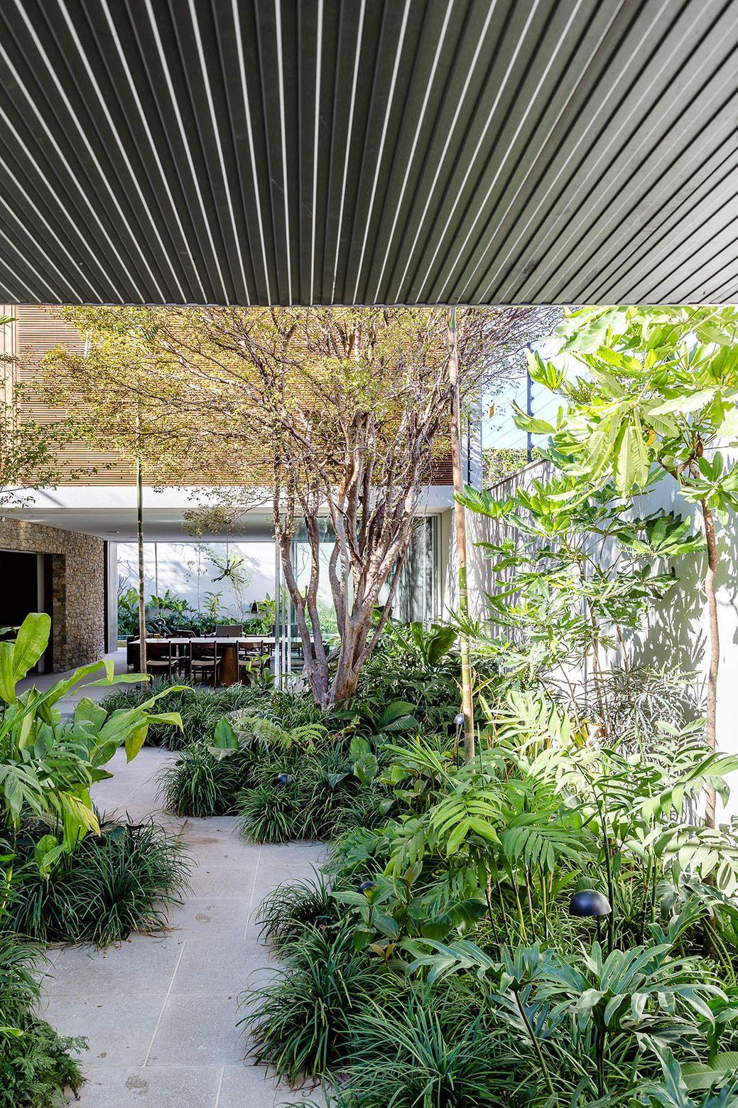 Casa Lara front garden design