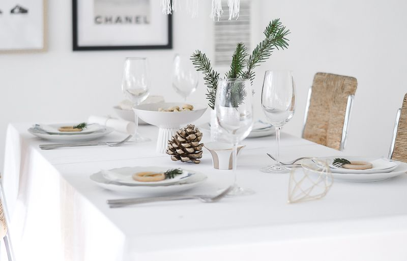 Christmas Table Setting Decor  sc 1 st  Homedit & Pretty Table Setting Idea For Christmas