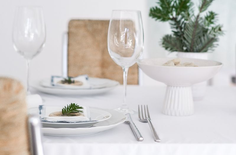 Christmas Table Setting - Touch of Green