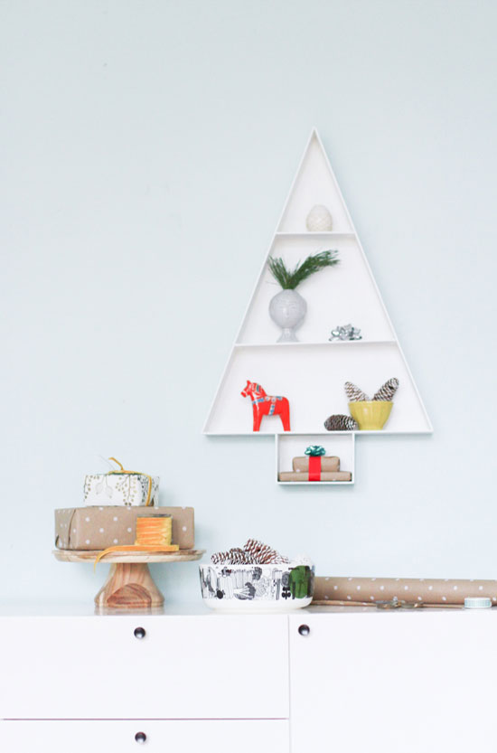 Christmas holiday-themed wall shelf