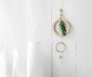 DIY Christmas Mobile For Your Windows