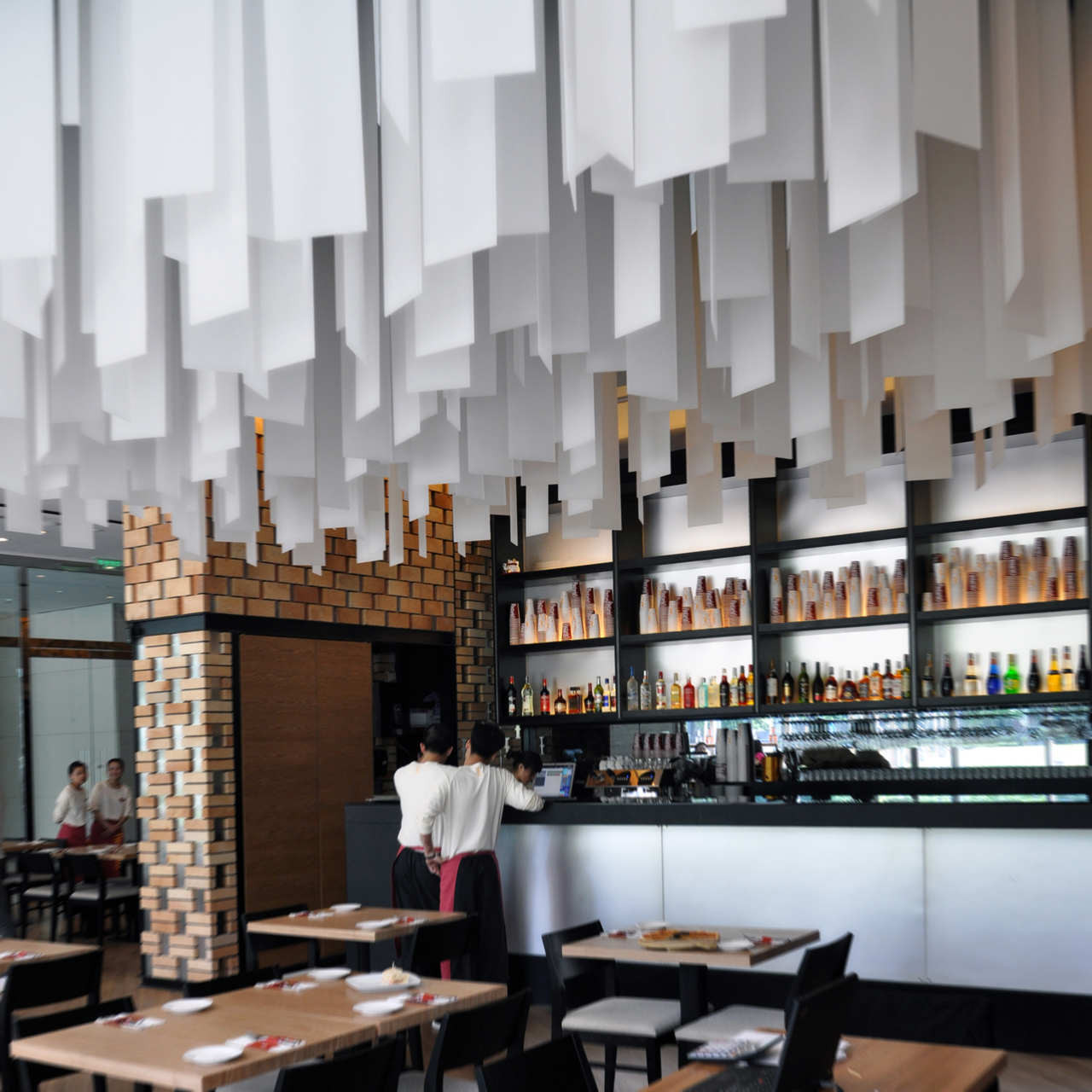 Restaurant Bar Interior Design: Restaurants With Striking Ceiling Designs