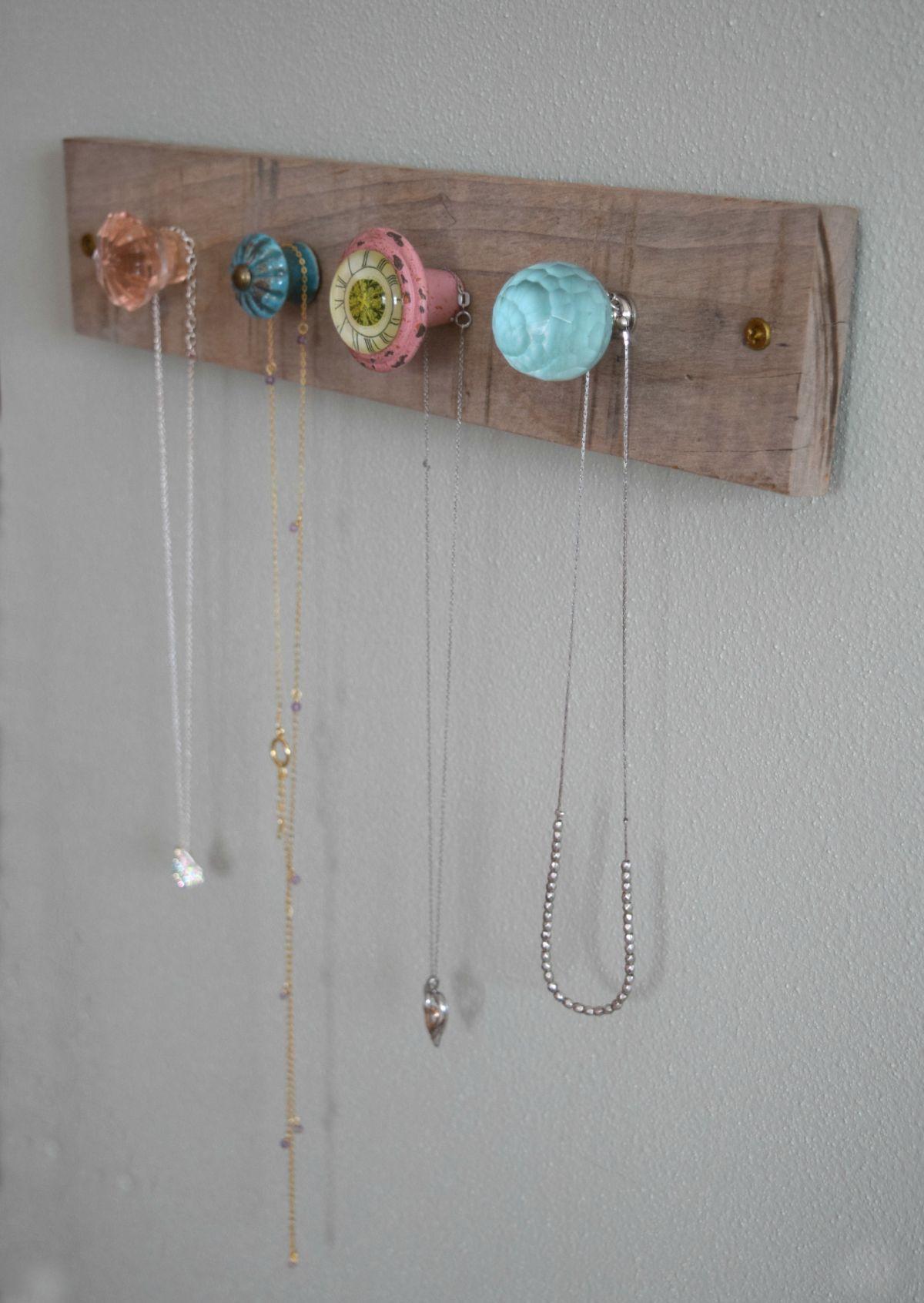 Creative and feminine jewelry wall holder