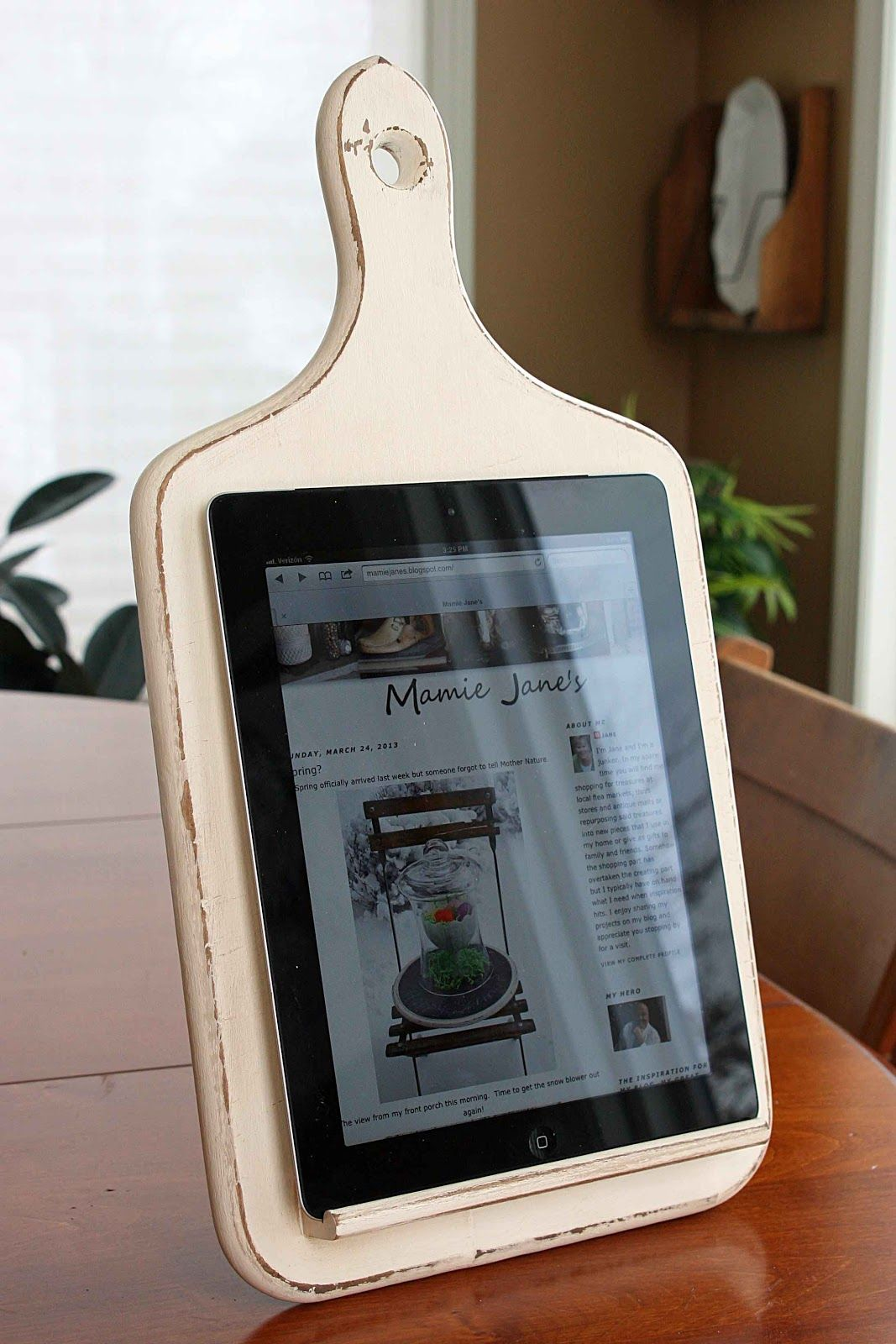 Cutting board turned into a tablet holder