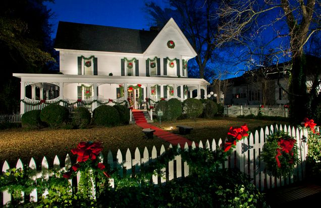 Decorate the exterior house for Christmas