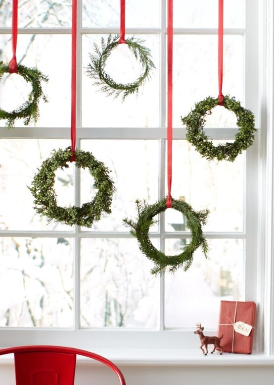 display multiple wreaths for christmas - How To Decorate Windows For Christmas