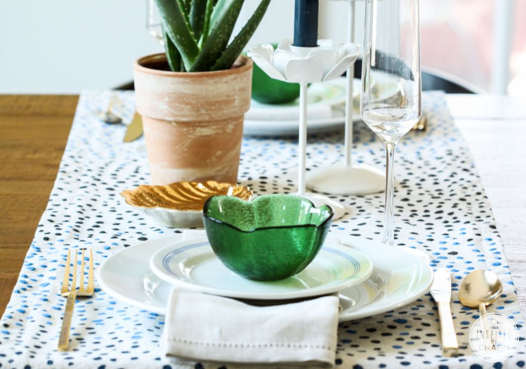 Dot table runner