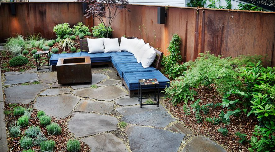 Flagstone and gravel go hand in hand. Add some greenery on the side and the balance in perfect [Design by Newecolandscapes ]