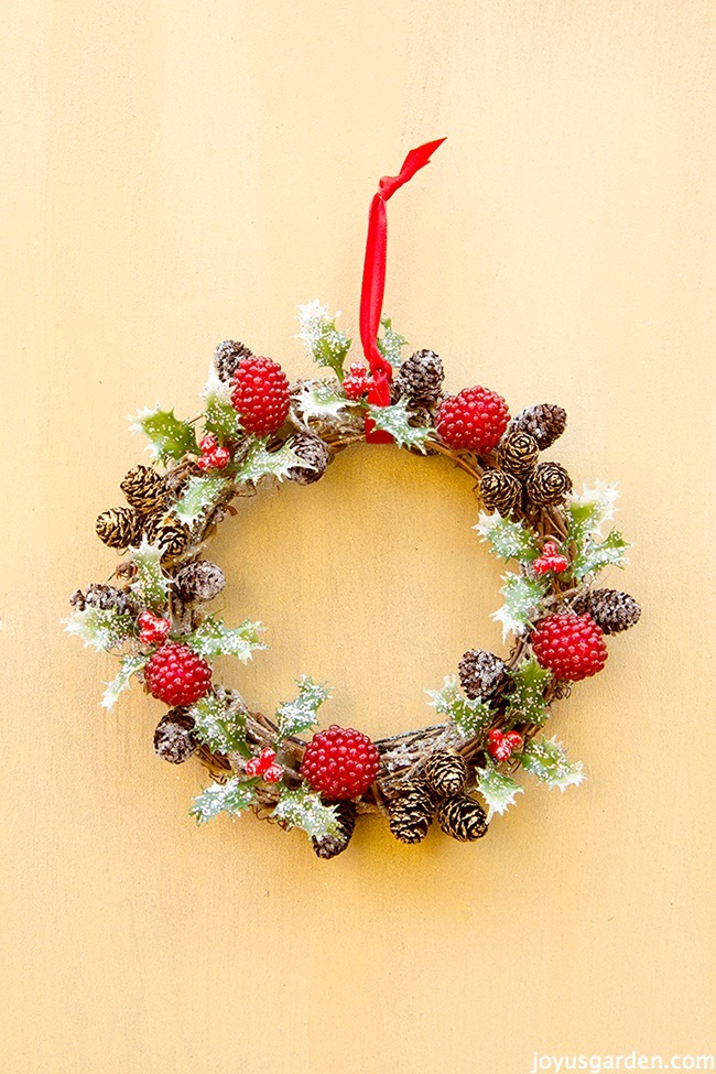 Holly Berry Vine Wreath Christmas
