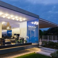 Modern Villa Makes The Most Of Its Double Orientation