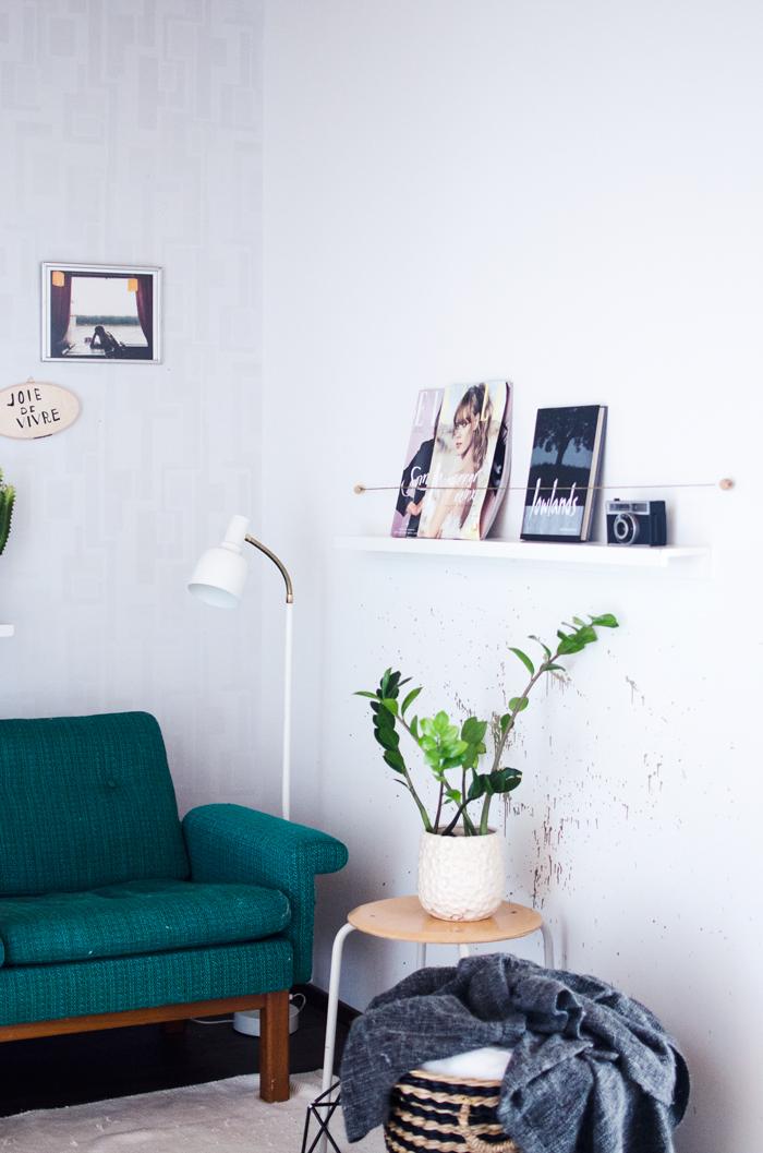 Interesting floating shelves for magazine