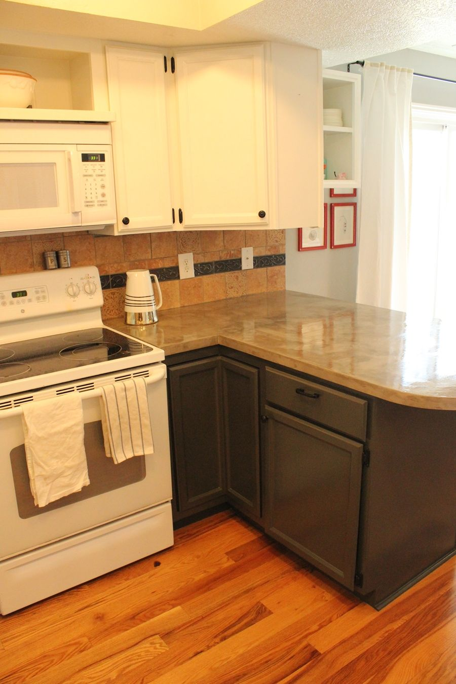 L shaped Kitchen with Concrete countertop
