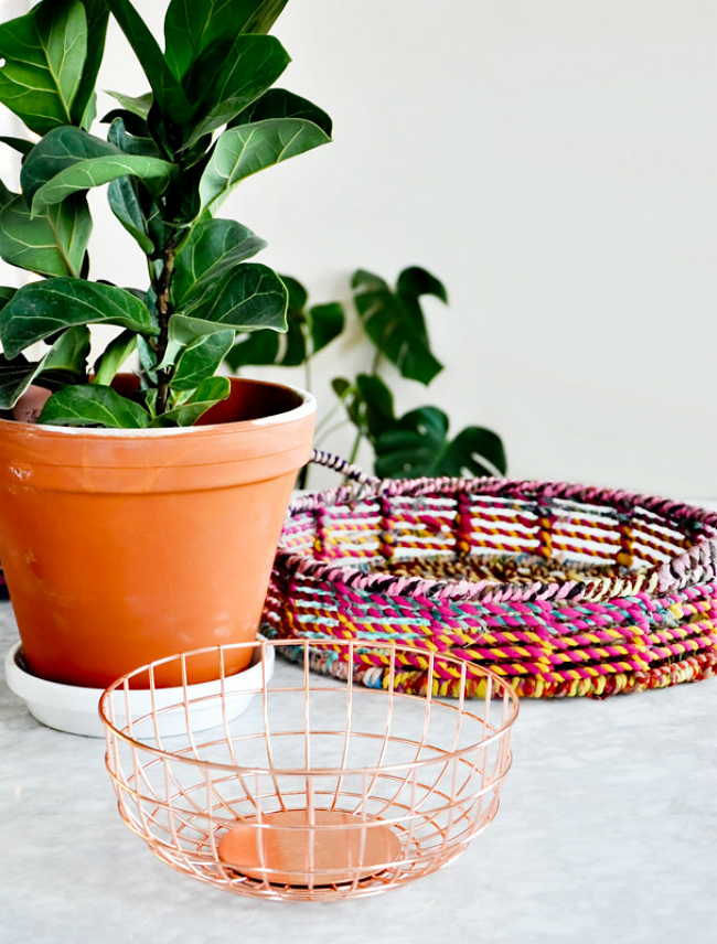 Metallic wire basket