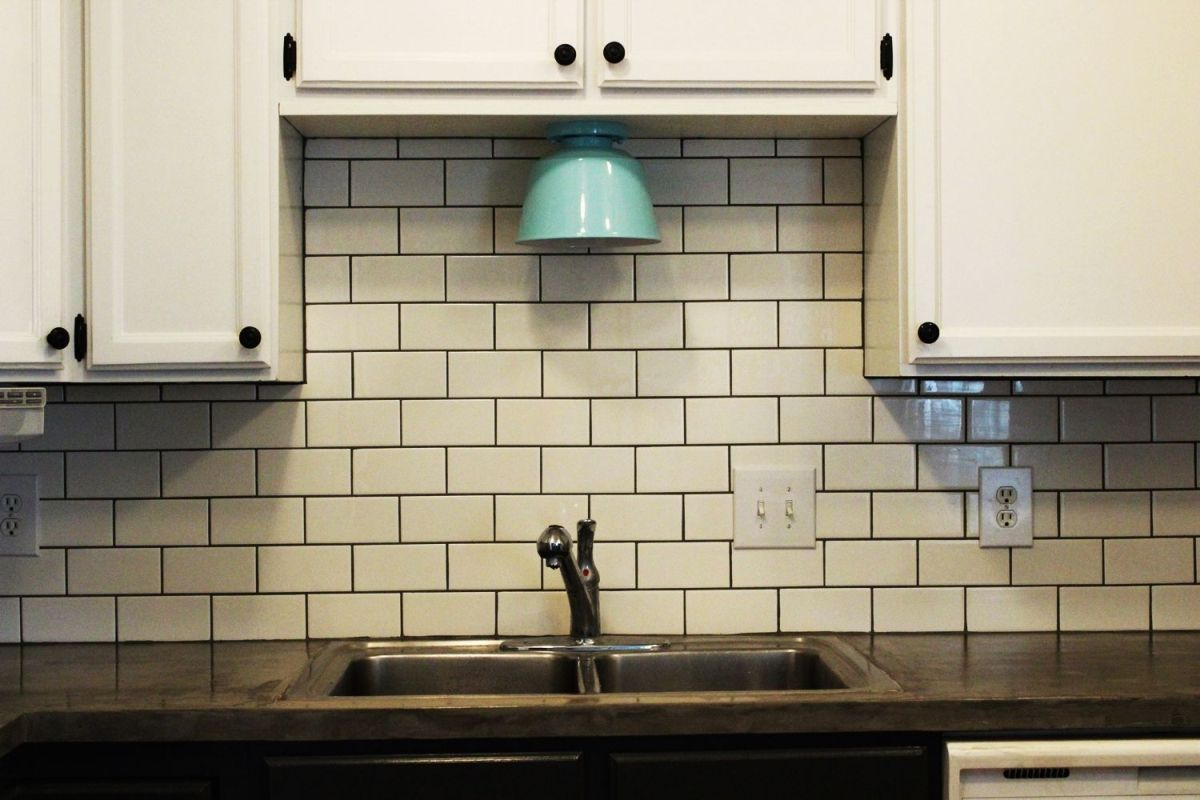 Modern Subway Tile Kitchen Backsplash