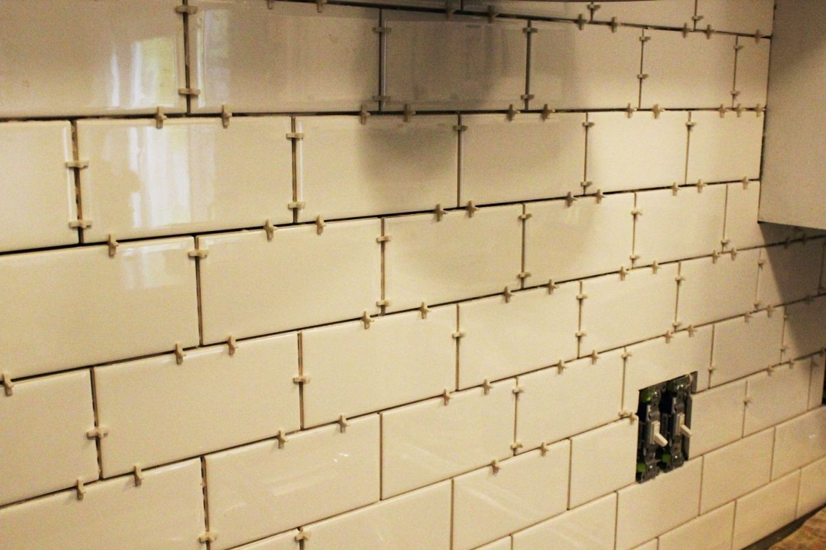 Subway tiles with spacers between