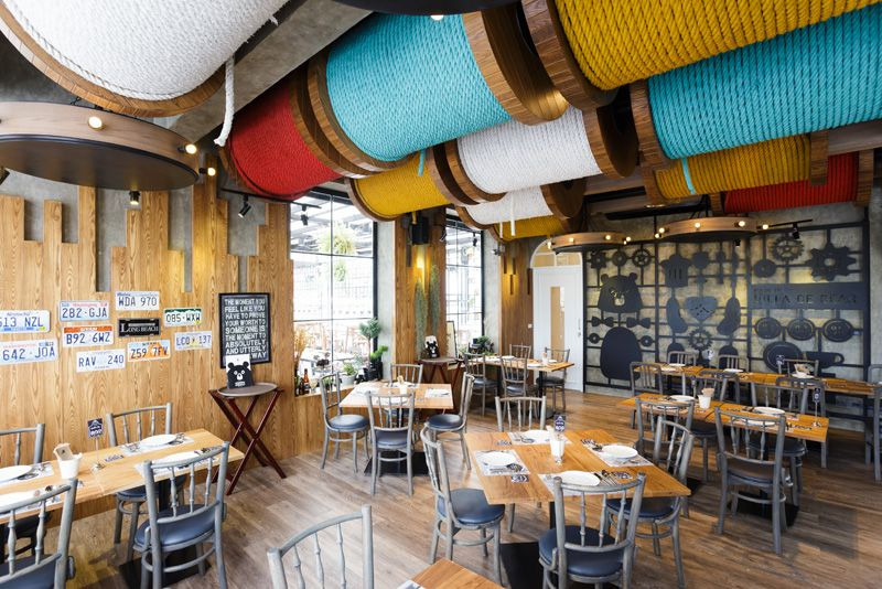 Teddy bear-themed restaurant in Bangkok design