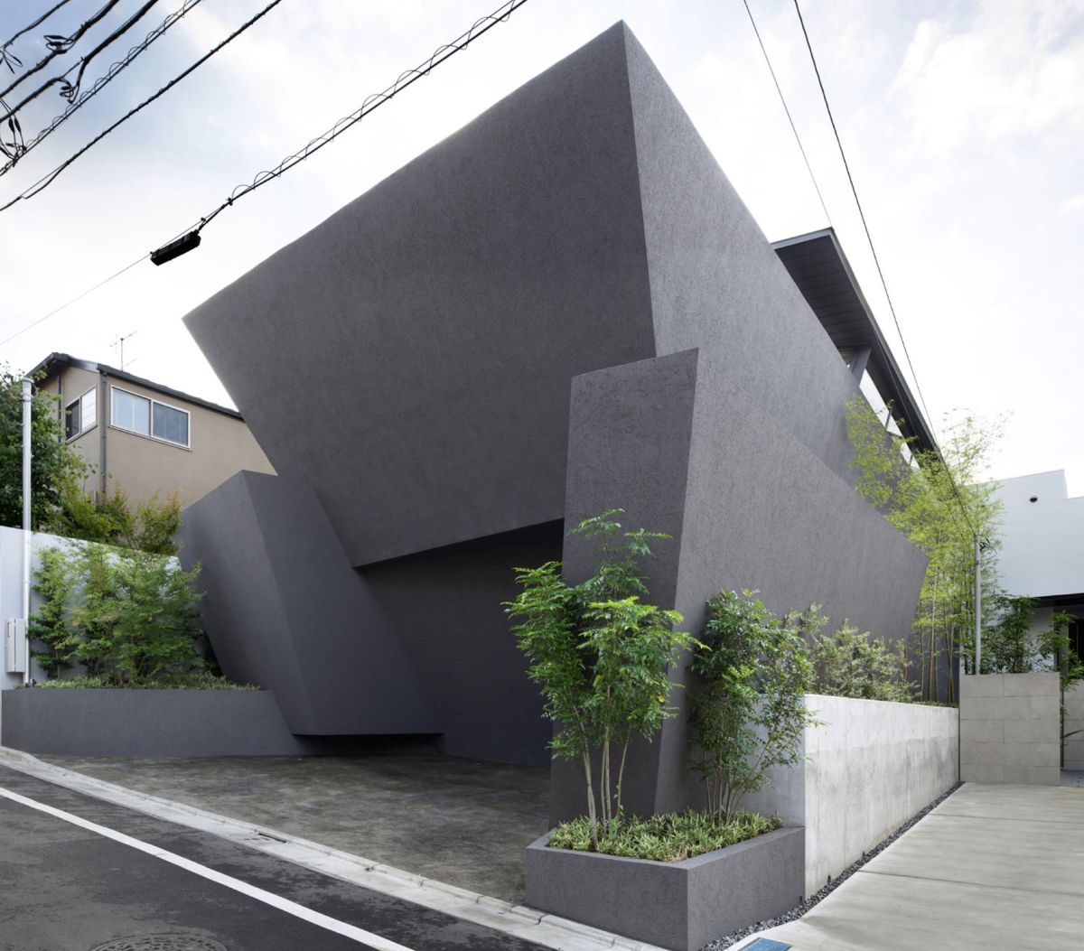 The SRK Residence In Tokyo Features A Geometric Shape
