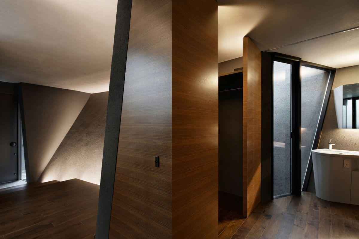 The SRK residence in Tokyo has geometric doors