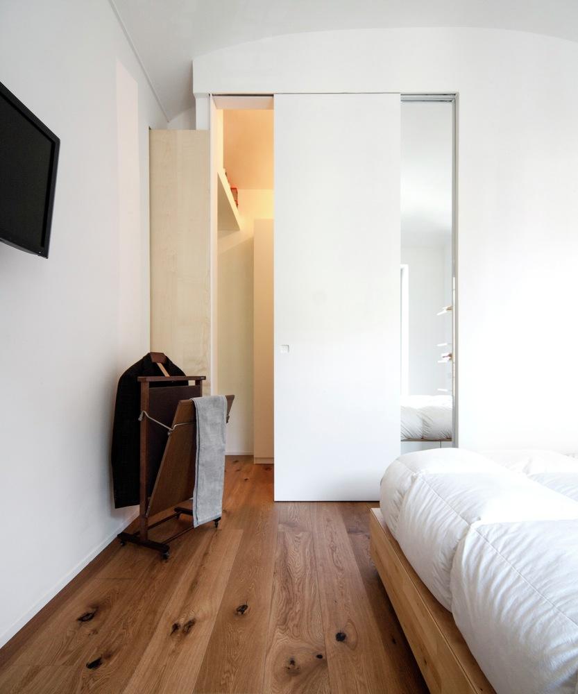 Turin apartment renovation bedroom decor