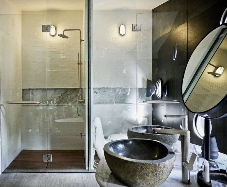 X-Float unit bathroom compact interior