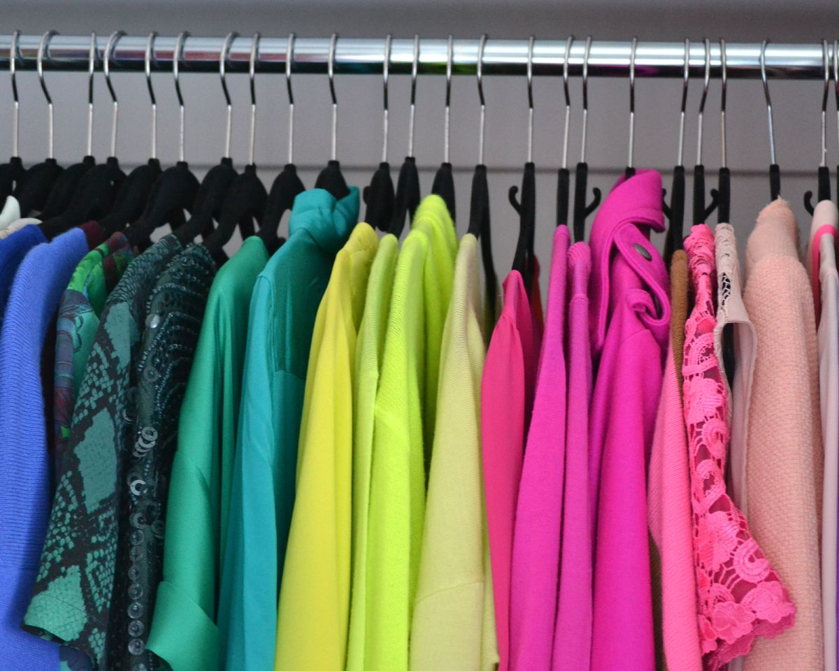 Closet - Wardrobe Color Code Arrangement