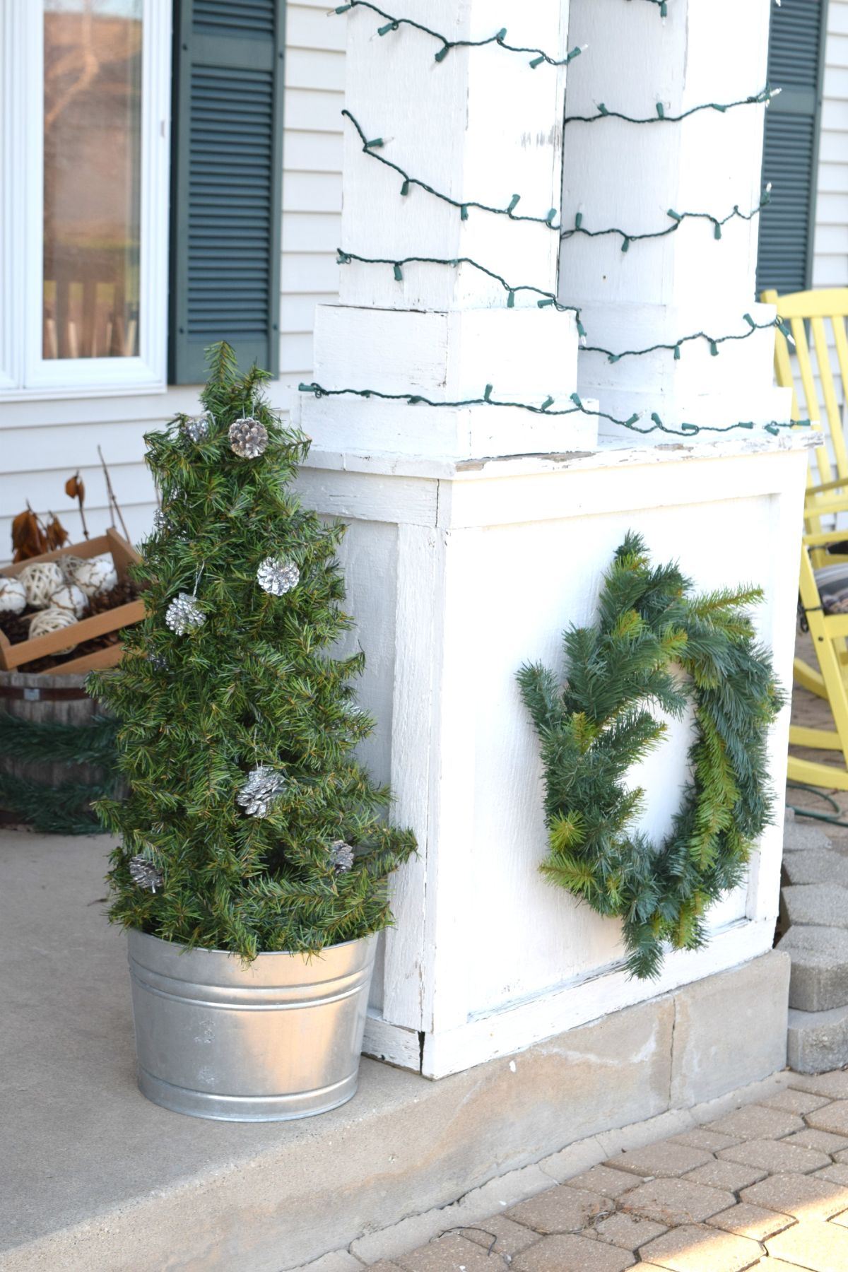 Christmas Topiary Decor.Fashion A Diy Christmas Topiary From A Basic Tomato Cage