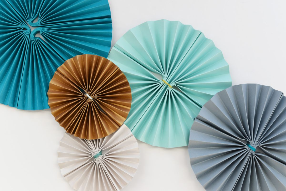 DIY Paper Pinwheels for NYE Attach on Wall