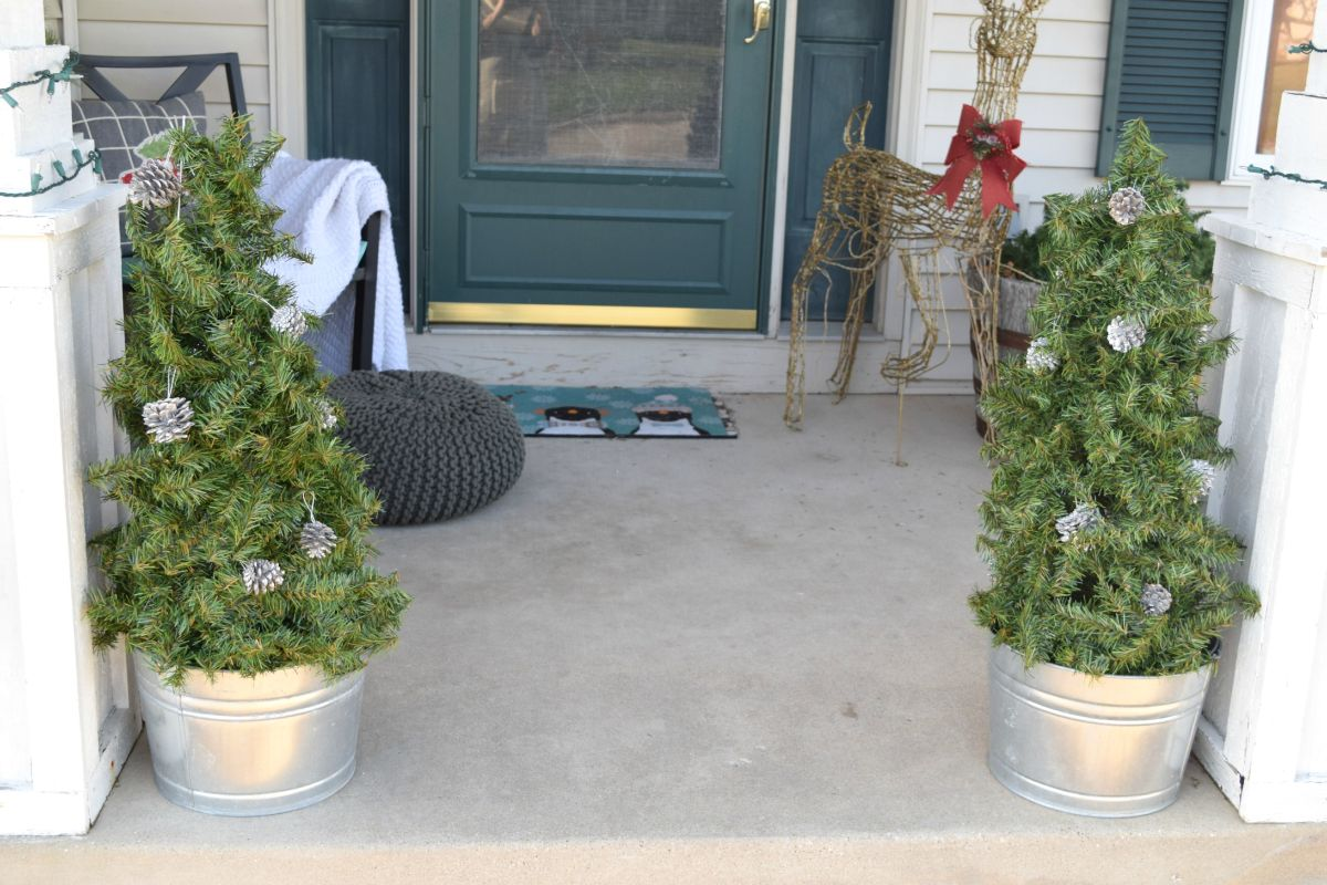 DIY holiday tree for porch