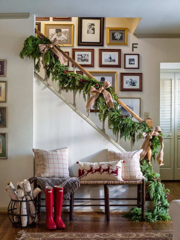 Evergreen staircase garland