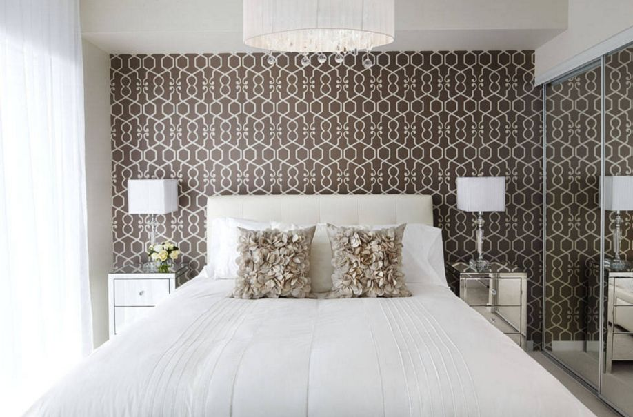 Superbe Feminine Bedroom Design With A Brown Wallpaper