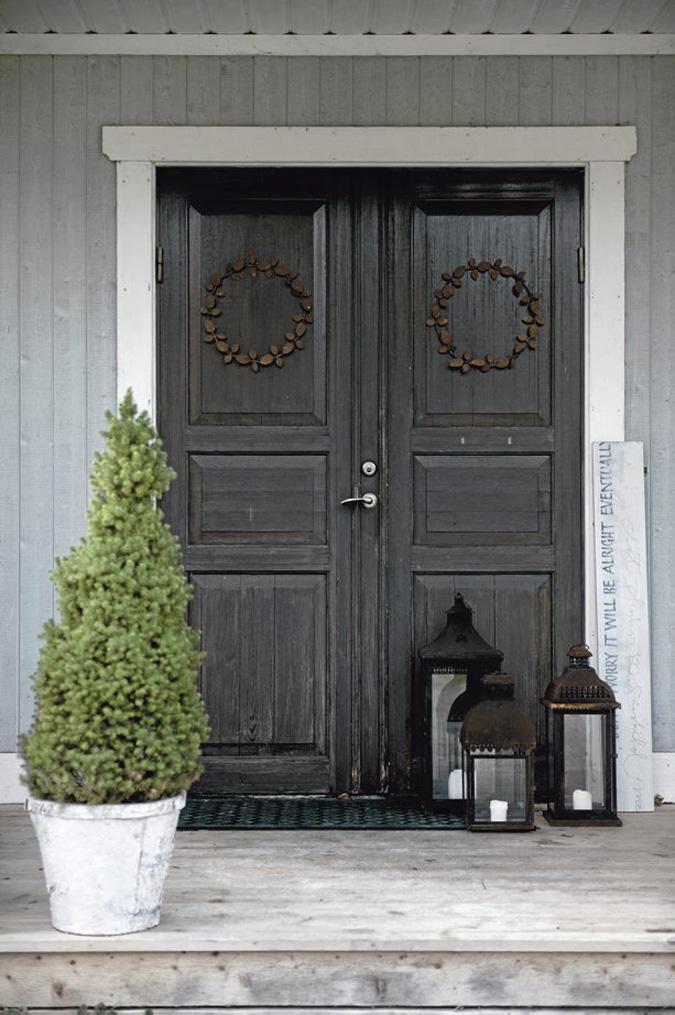 Minimalistic front porch