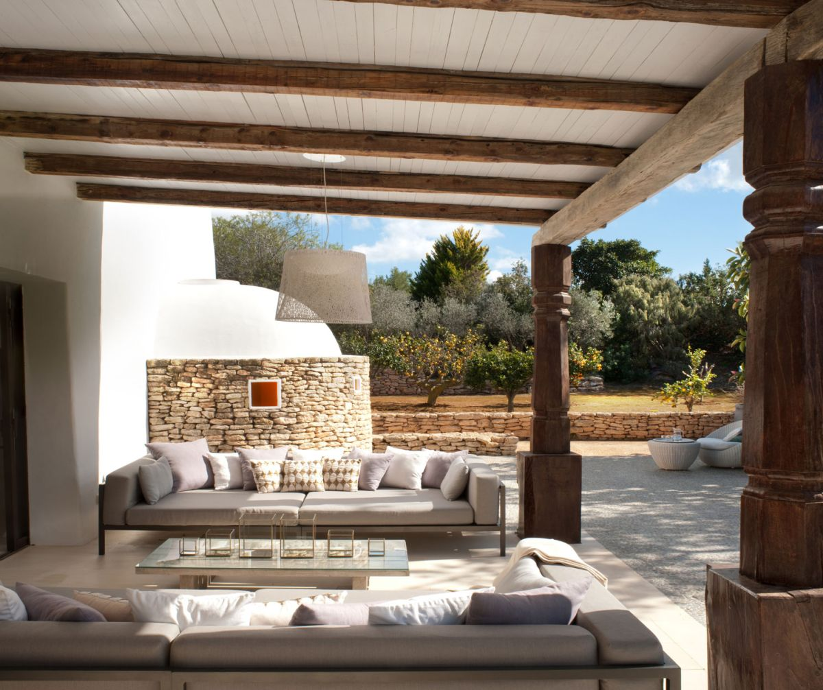 Modern Ibiza Home Gives Coziness A Luxurious Look