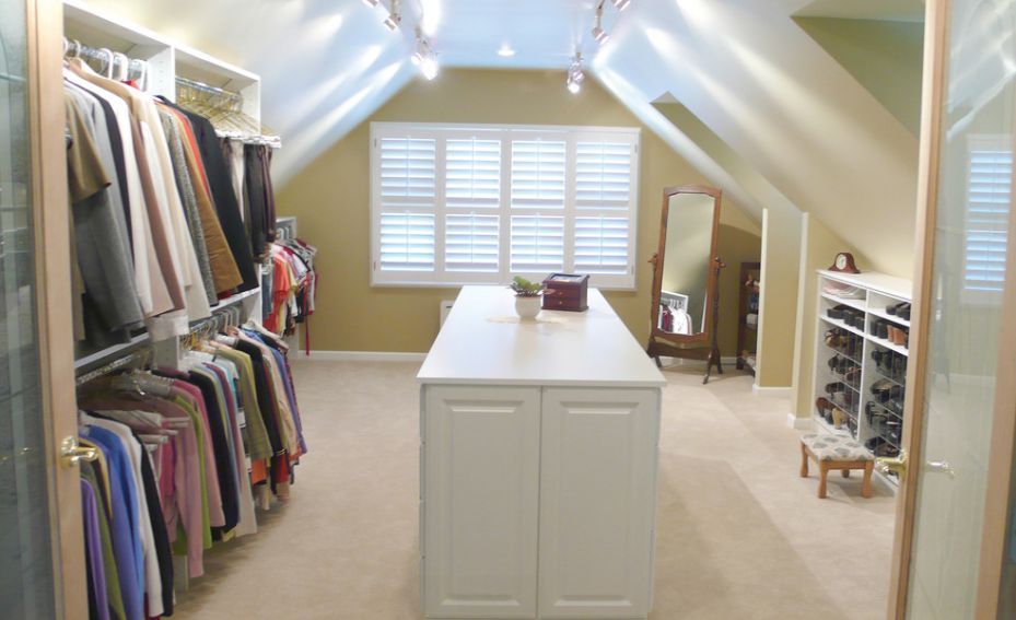 Natural or artifical light for closet room
