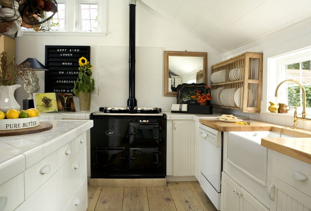Elements To Utilize When Creating A Farmhouse Kitchen - Farm kitchens designs
