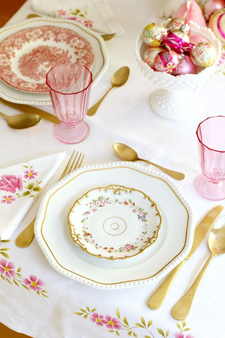 Pink tablescape decor