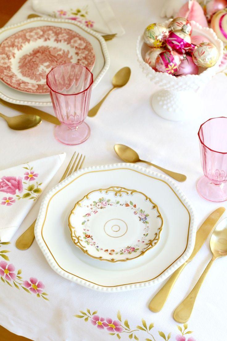 Pink tablescape decor