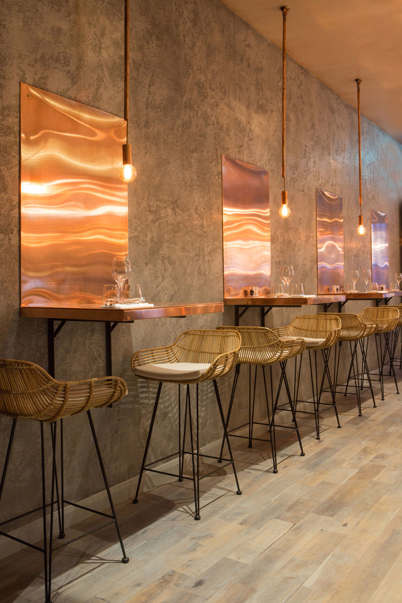 London Restaurant Impresses With Lots Of Copper Beauty - Restaurant table lighting ideas