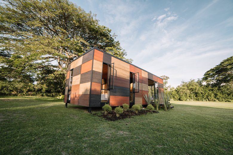 Vimob shelter by Colectivo Creativo back facade
