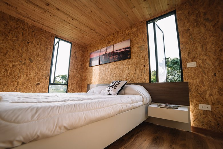 Vimob shelter by Colectivo Creativo bedroom window placement