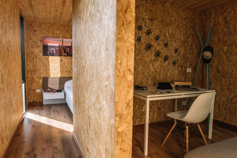 Vimob shelter by Colectivo Creativo work area