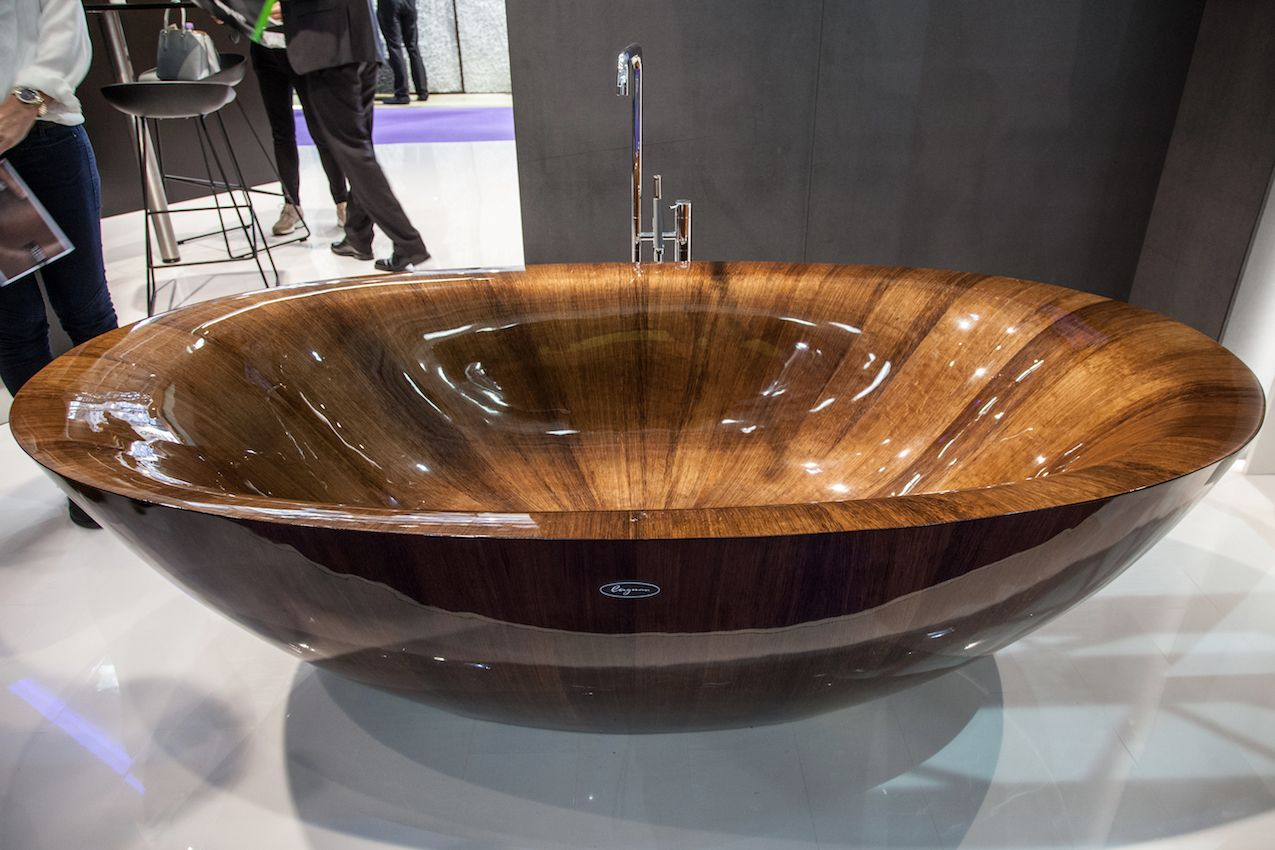 The high shine of this tub only highlights the spectacular wood grain.