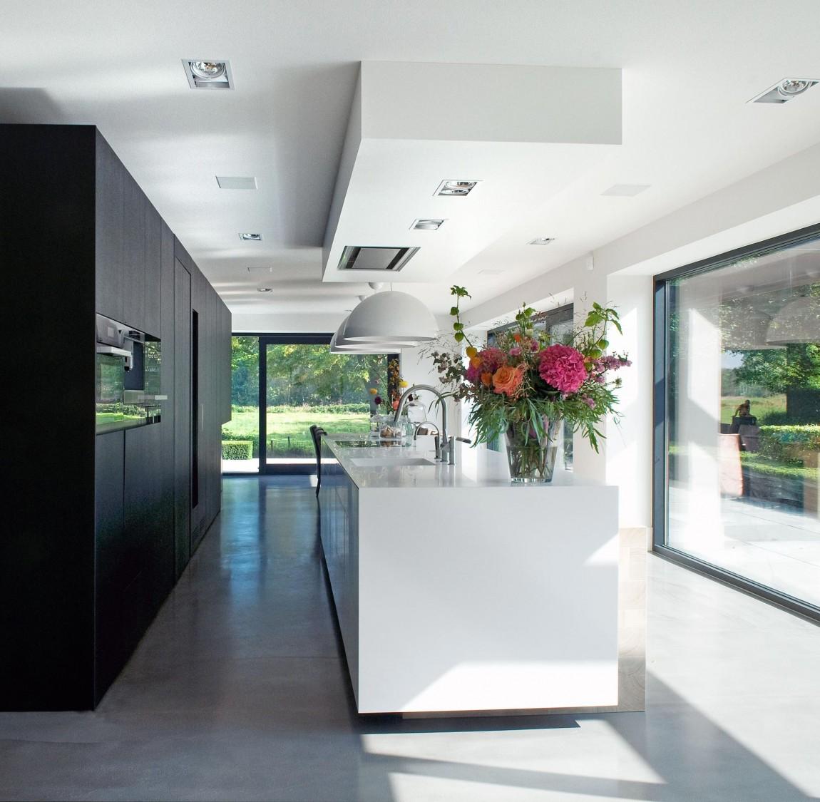Woonhuis M by WillemsenU Architecten Kitchen Design