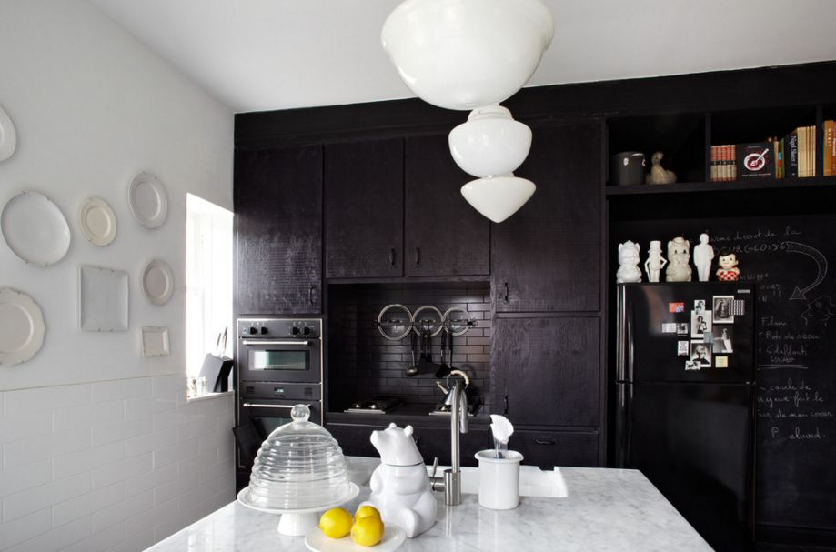 Black contrast kitchen design