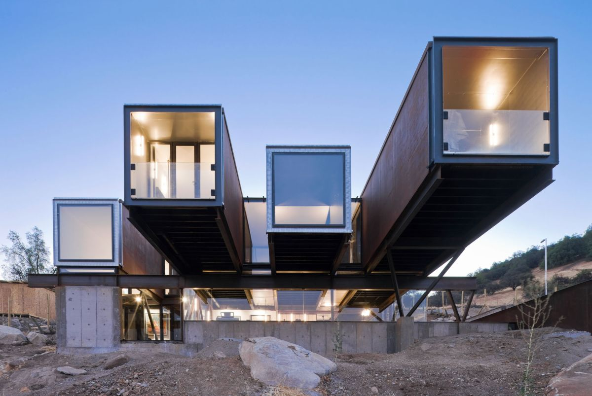 Catterpillar House in the Andes three cantilevers