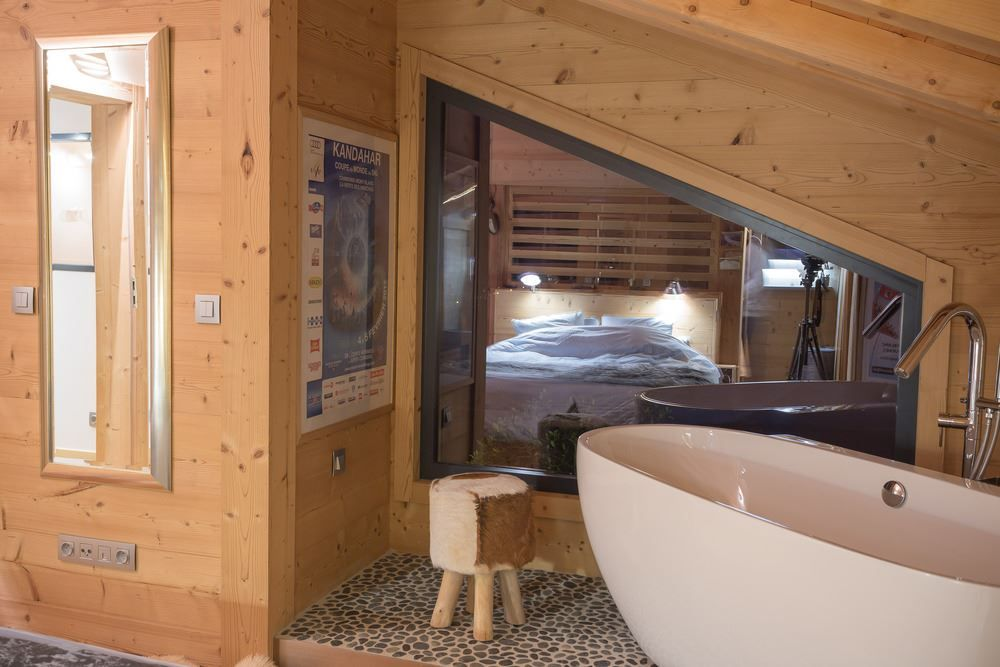 Chalet SOLEYÂ in France bathroom tub view bedroom