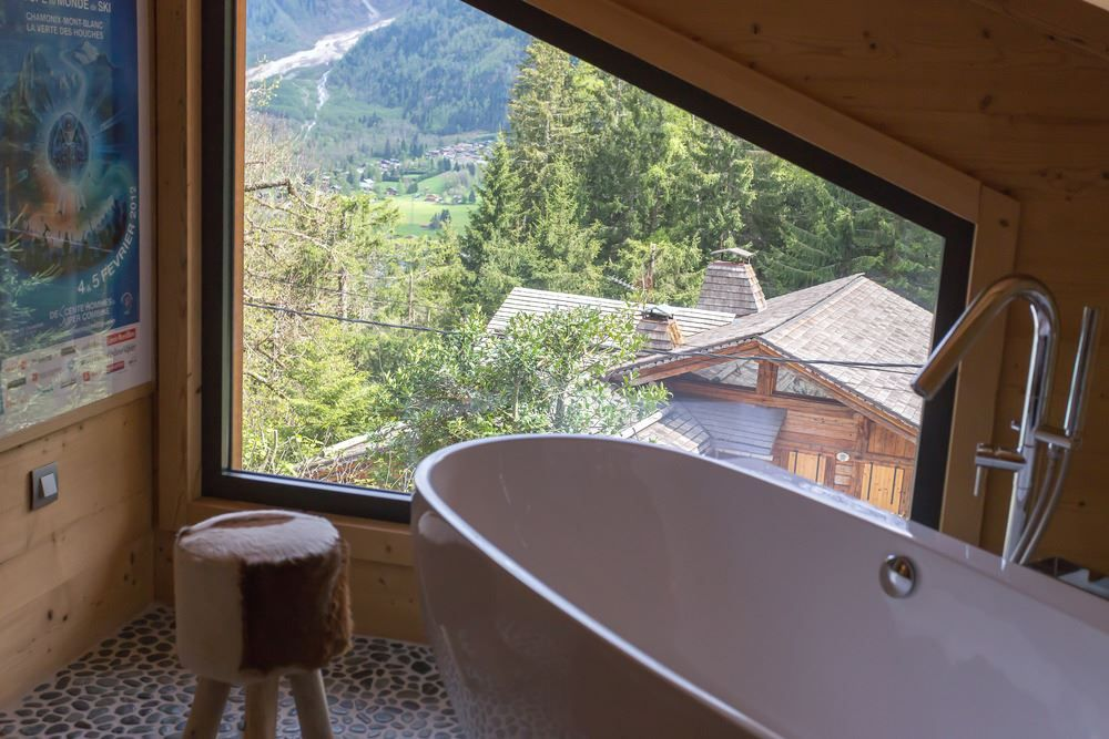 Chalet SOLEYÂ in France bathroom tub view