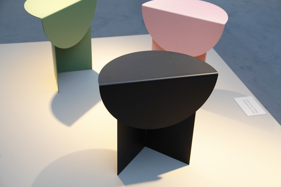 The table comes in mix and match colours