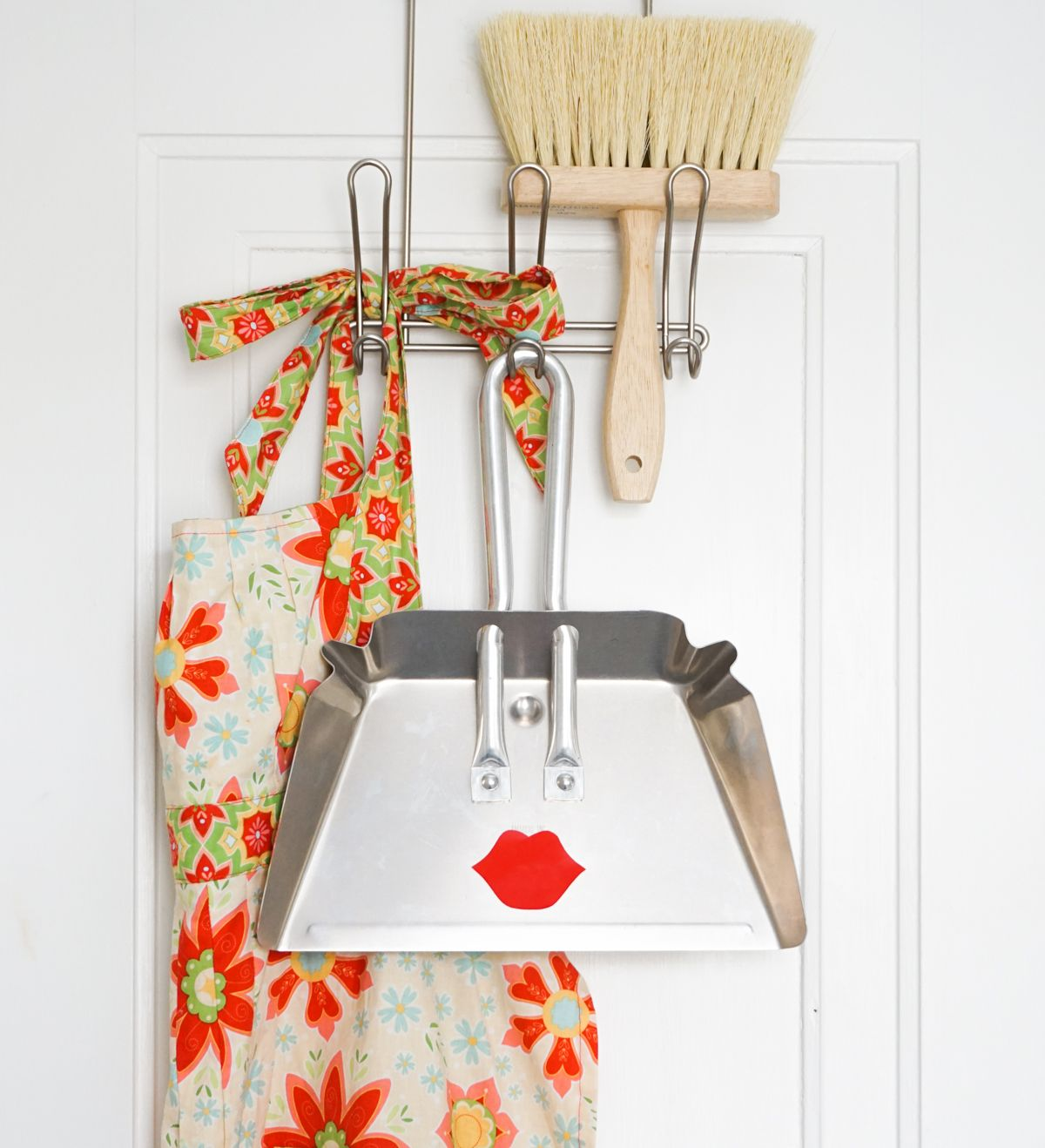 Cool Pretty Face Dustpan DIY