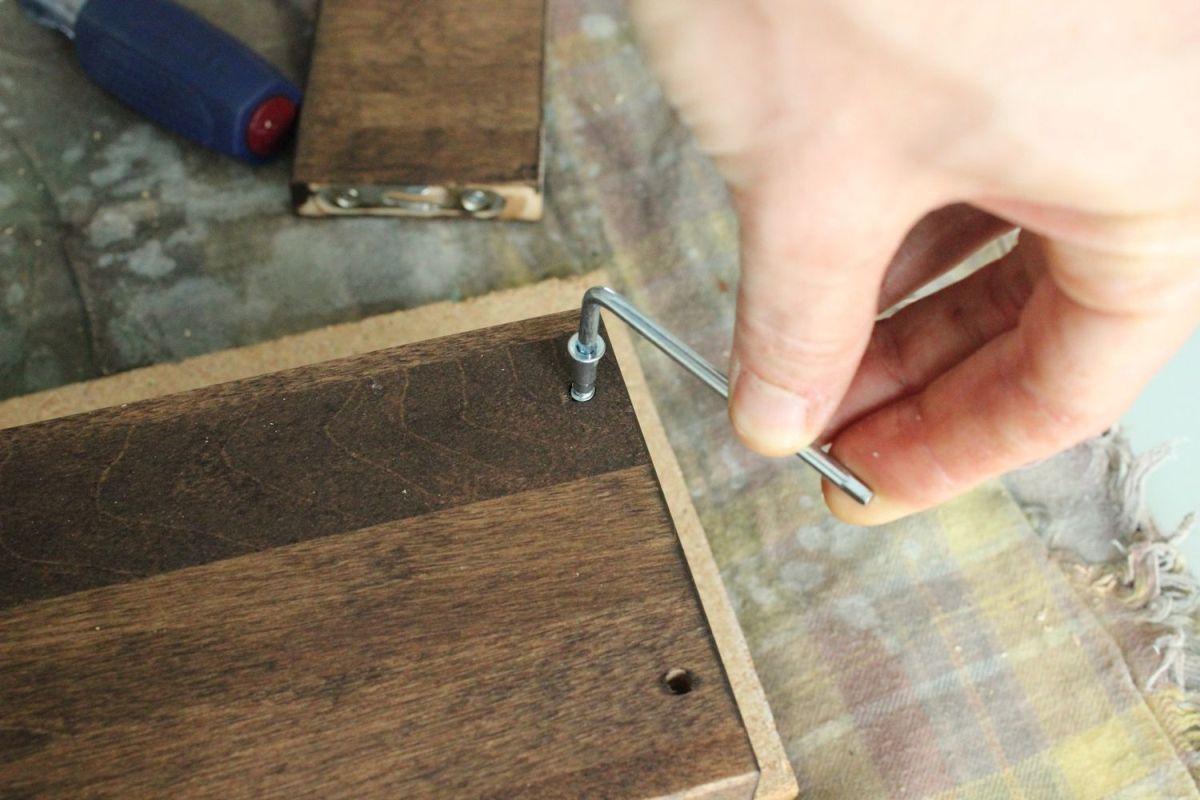 DIY Jewelry Holder - Flip the jewelry holder
