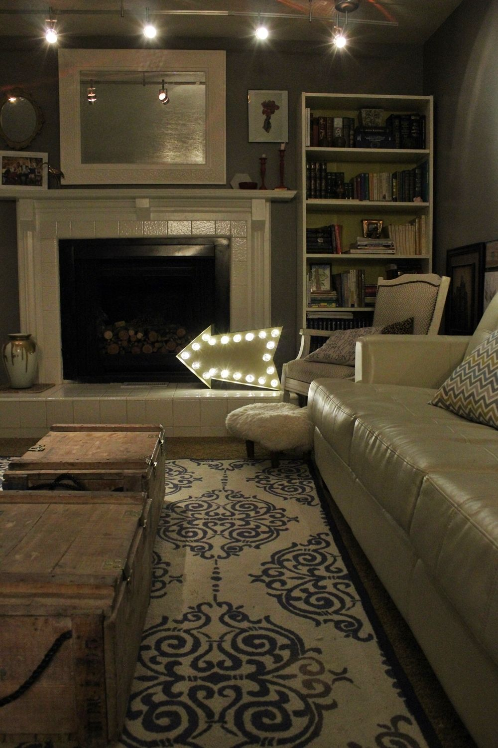 DIY Marquee Sign - living room lighting fixture - arrow